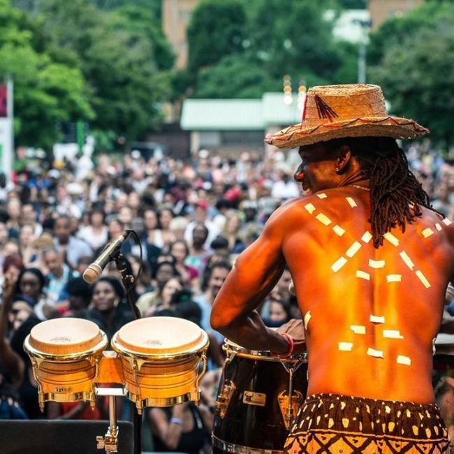 J-3 avant le début du Festival AfroMonde ☀️  Du 27 au 29 août, au quai de l'Horloge, venez célébrer l'Afrique et les Caraïbes à travers des prestations exceptionnelles d'humour, de danse et de musique. Réservez-vite votre place! C'est gratuit 👉 https://fb.me/e/2TjjKRDAR ----- Only 3 days left until the start of the AfroWorld Festival ☀️  From August 27 to 29, at the Clock Tower Quay, come and celebrate Africa and the Caribbean through humour, dance, and musical performances. Book now! It's free 👉 https://fb.me/e/2TjjKRDAR